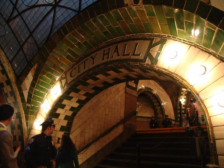 new york city hall subway station how to get in