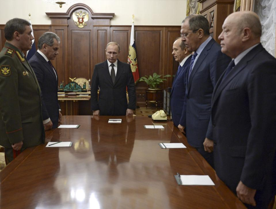 Russian President Vladimir Putin (3rd L) with armed forces Chief of Staff Valery Gerasimov (L), Defence Minister Sergei Shoigu (2nd L), Federal Security Service (FSB) Director Alexander Bortnikov (3rd R), Foreign Minister Sergei Lavrov (2nd R) and Director of Russia's Foreign Intelligence Service (SVR) Mikhail Fradkov (R) stand in a moment of silence before a meeting on Russian plane crash in Egypt at the Kremlin in Moscow, Russia November 17, 2015. The Kremlin said for the first time on Tuesday that a bomb had ripped apart a Russian passenger jet over Egypt last month and promised to hunt down those responsible and intensify its air strikes on Islamist militants in Syria in response. REUTERS/Alexei Nikolskyi/SPUTNIK/Kremlin ATTENTION EDITORS - THIS IMAGE HAS BEEN SUPPLIED BY A THIRD PARTY. IT IS DISTRIBUTED, EXACTLY AS RECEIVED BY REUTERS, AS A SERVICE TO CLIENTS. TPX IMAGES OF THE DAY