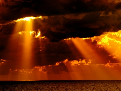 clouds_sunrays_shutterstock_798_399_299_99