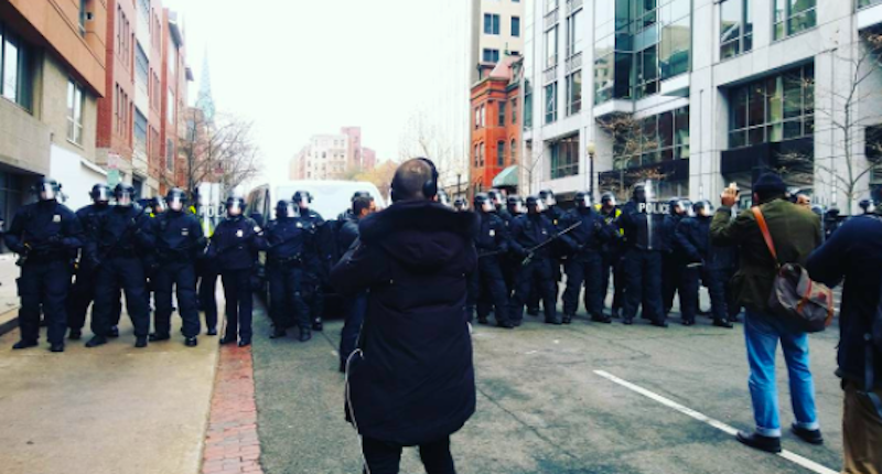 Police-confront-protesters-in-Washington-DC-Ryan-Harvey-Instagram-800x430