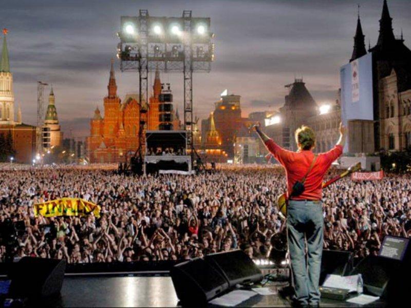 ผลการค้นหารูปภาพสำหรับ paul mccartney live in moscow red square