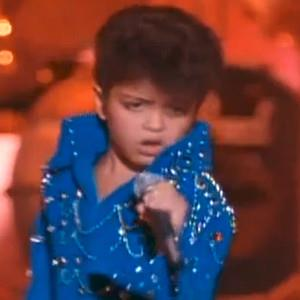 Bruno-Mars-at-6-years-imitating-Elvis-Presley-bruno-mars-33560370-300-300