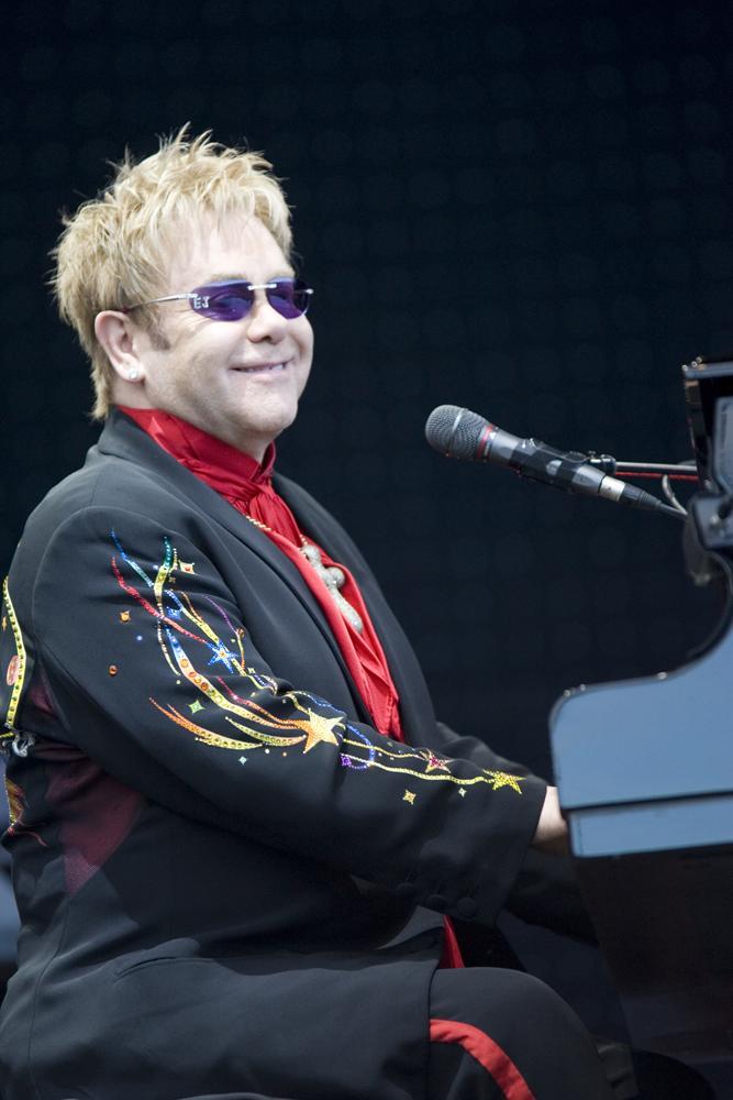 Elton_John_performing,_2008_1