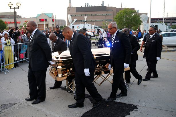0_The-casket-carrying-the-late-singer-Aretha-Franklin-arrives-at-the-Charles-H-Wright-Museum